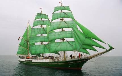 Барк із зеленими вітрилами «alexander von humboldt»