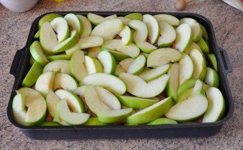 Гусь запечений в духовці з яблуками