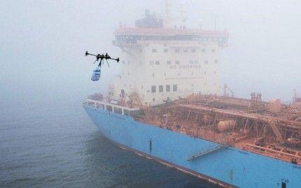 Ютубер знімає захоплюючі відео погоні за кораблями