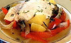 Риба тушкована з картоплею, помідорами