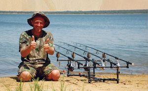 Карпова рибалка можлива як з берега, так і з човна.