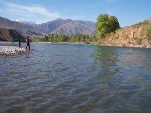 Ловля форелі на річці