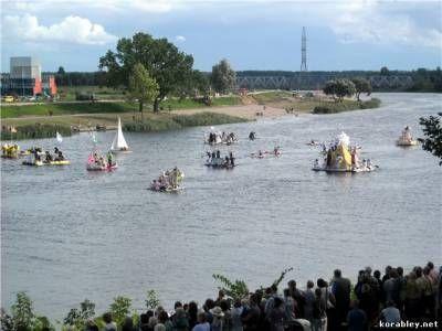 Молочна регата або змагання на човнах з порожніх пакетів для молока