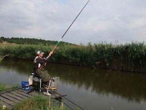 Переваги лову коропів поплавковою вудилищем