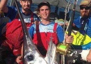Підліток побив рекорд з ловлі меч-риби фото 1