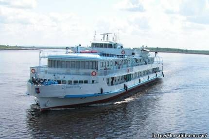 Річкові пасажирські теплоходи проекту 305