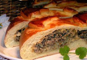 Рибна кулебяка - це смачний пиріг з рибною начинкою.