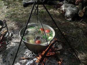 Рибна юшка на вогнищі - це дуже смачно, але і домашній суп з ротана вам обов`язково сподобається.