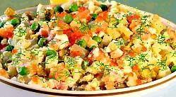 Рибний салат з сьомгою