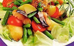 Салат з копченою скумбрією, квасолею