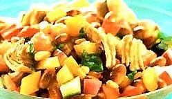 Салат з рибою і овочами.