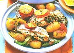 Сьомга з овочами запечена.