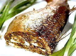 Запечена в духовці фарширована риба.