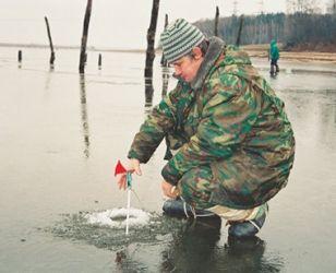 Зимова риболовля на живця за допомогою жерлиці
